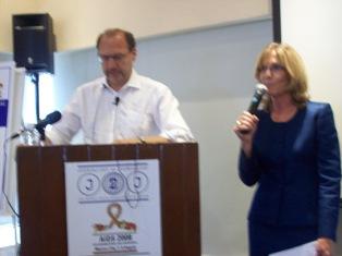 Peter Piot en capacitacion de periodistas en XVII Conferencia sobre el sida
